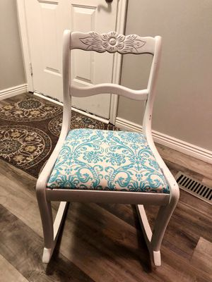 Vintage Chic rocking chair for Sale in Riverton, UT