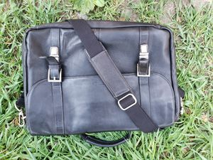 MENS HERITAGE GENUINE LEATHER MESSENGER BAG for Sale in New York, NY