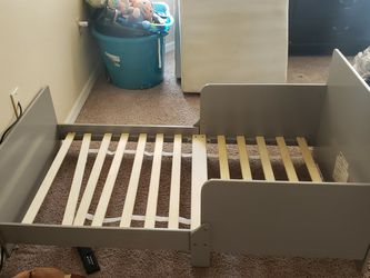 FREE TODDLER BED AND 2 MATTRESSES (One Broken Toddler Bed If You Can Fix) for Sale in Deltona,  FL