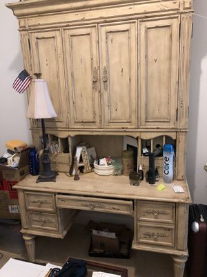 Desk with hutch for Sale in Orlando, FL