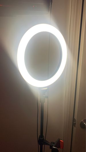 This a ring light in great condition for Sale in Newark, NJ