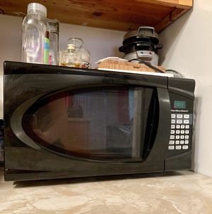 Black Hamilton Beach Microwave for Sale in Los Angeles, CA