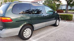 2001 Toyota sienna minivan XLE for Sale in Hollywood, FL