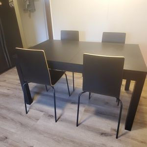 Black wood dining room table w/ 4 chairs & 2 leafs for Sale in Golden, CO