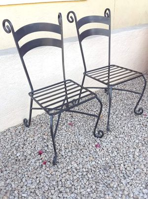 2 metal patio chairs for Sale in Phoenix, AZ
