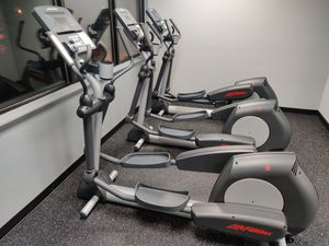 Life Fitness Integrity Elliptical for Sale in Sammamish, WA