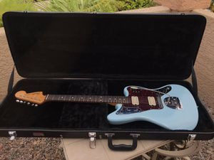 Fender Classic Player Jaguar Special HH with Hardcase for Sale in Las Vegas, NV