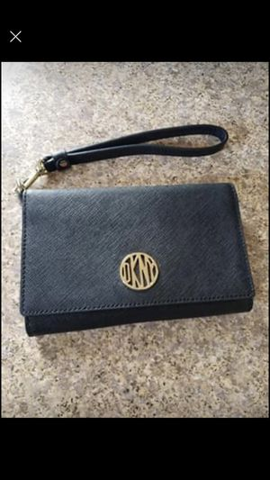 DKNY wristlet wallet/phone holder for Sale in Fairview Park, OH