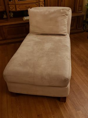 Tan Chaise. Great Condition for Sale in Florissant, MO