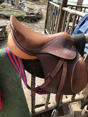 Truebrit english jump saddle for Sale in Reedy, WV