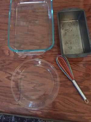 2 PYREX CASSEROLE PAN/PIE PAN/LOAF PAN/ 2 WHISKS for Sale in Fairfax, VA