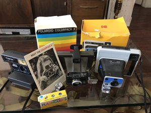 3 vintage Polaroid cameras with flashbulbs and original boxes for Sale in Phoenix, AZ