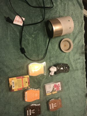 Scentsy Wax Warmer - full and wall plug in owl with wax for Sale in Las Vegas, NV