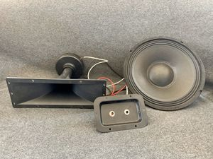 "10"" speaker & 4 x 8 Piezo horn tweeter - wired with duel port for Sale in Chicago, IL"