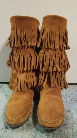 Never Worn- Size 8 Minnetonka boots for Sale in San Marcos, TX