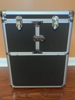 Train case makeup/cosmetic organizer for Sale in Flowery Branch, GA