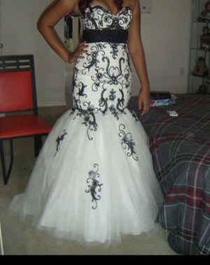 Prom dress for sale for Sale in Kissimmee, FL