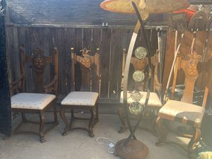 4 chairs and lamp for Sale in Fresno, CA