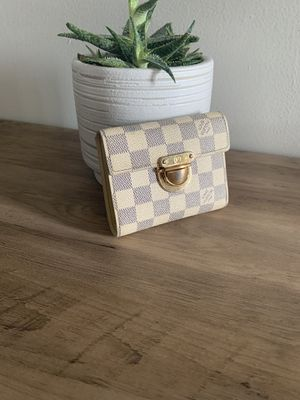 Authentic Louis Vuitton Damier Azur wallet for Sale in Miami, FL