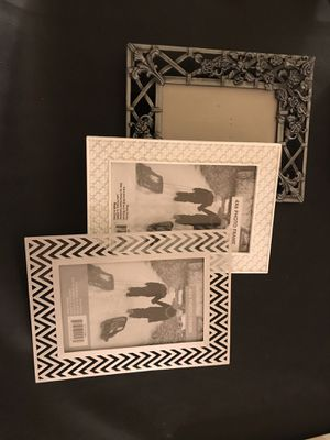 3 White and silver picture frames 4x6 for Sale in San Diego, CA