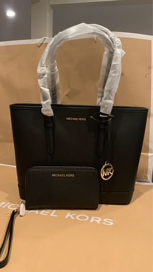 Brand new !!! 💯 Authentic !!! Michael kors small tote with a matching wallet for Sale in Pomona, CA