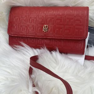 Brand New Tommy Hilfiger Hand Wallet With Strap for Sale in Inglewood, CA