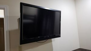 "Vizio 50"" Flat Screen TV with adjustable wall mount . for Sale in Grants Pass, OR"