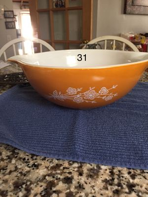 Large vintage Pyrex bowl for Sale in Knightdale, NC