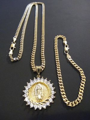 $80..... 14k gold filled Cuban link chain pendant and bracelet set.....Fast Shipping is available 🛫✈️🛬 or I deliver 🚗🏍️💭💭 for Sale in Fort Lauderdale, FL