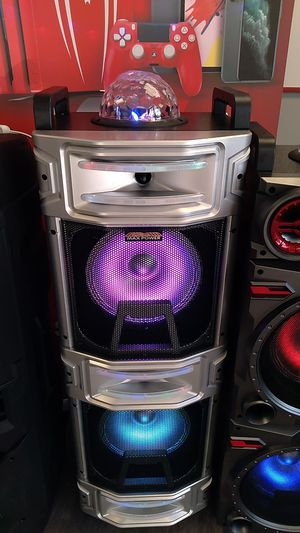 Max power loud bluetooth speaker for Sale in Dallas, TX
