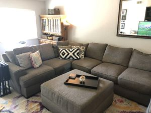 Like New ! Gray sectional with Ottoman for Sale in Saratoga, CA