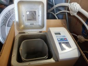 Bread maker exc/ condt.ot has a manuel. for Sale in Tucson, AZ