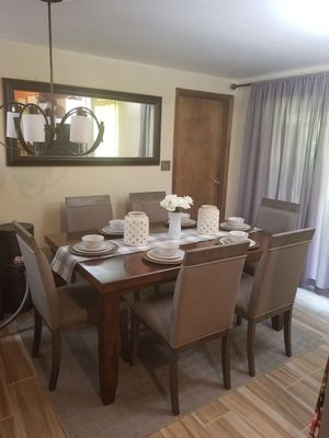 Dining table and chairs for Sale in Reynoldsburg, OH