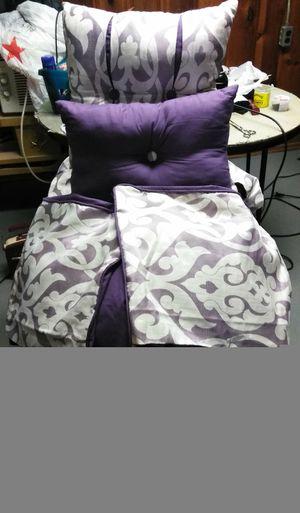Queen comforter set for Sale in Detroit, MI