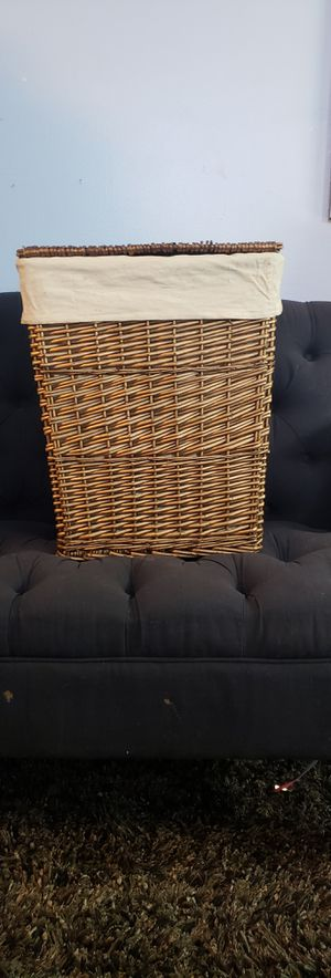 Small Wicker Lined Landry Basket Storage with Lid Container for Sale in North Las Vegas, NV