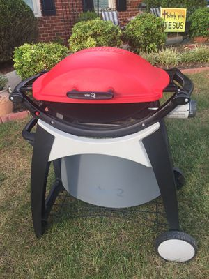 Weber tailgate grill with stand for Sale in Roanoke, VA