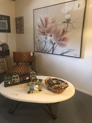 Resin top large coffee table for Sale in New Smyrna Beach, FL