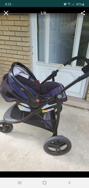 Graco baby car seat/stroller for Sale in Roseville, MI