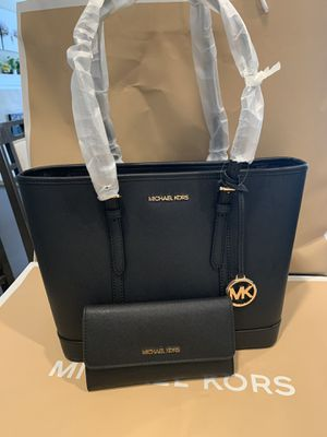 Brand new !!! 💯 Authentic !!! Michael kors small tote with a matching wallet** firm price** low offers will be ignored for Sale in Chino Hills, CA