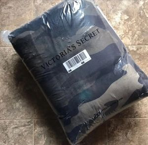 New ' Soft Sherpa Camo Blanket Victoria Secret for Sale in Tustin, CA