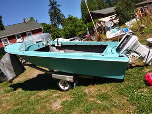 Classic Bayliner w/ 40 h.p vro electric start great compression Johnson & solid trailer for Sale in Lakebay, WA