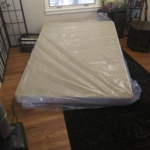 """5"""" Queen Sized box spring for Sale in Aurora, CO"""