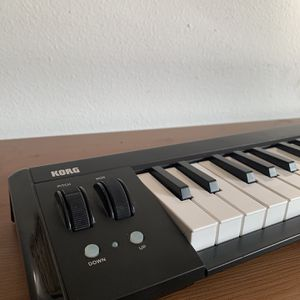 Korg Micro key Air Bluetooth Or USB Midi Keyboard For Synthesizers Or Piano for Sale in Newport Beach, CA