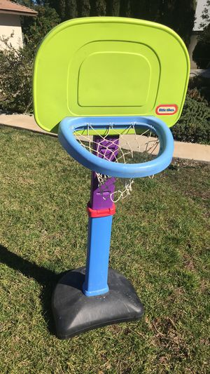 Basketball hoop rarely used had adjustable height for Sale in Riverside, CA