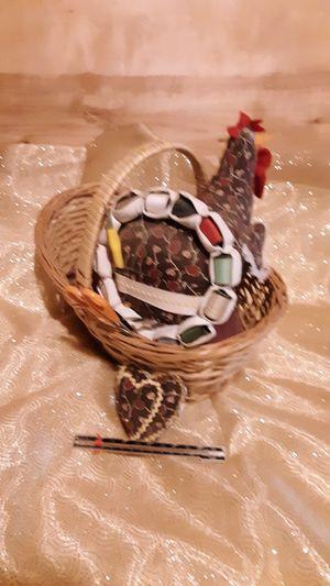 Little hen. Sewing. Basket for Sale in Cuba, MO