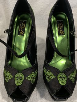 Pleaser Pumps Size 8 for Sale in Whitman,  MA