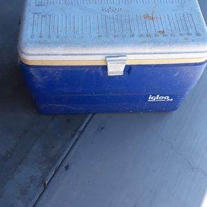 Cooler ice Chest Igloo Used but Working for Sale in San Bernardino, CA