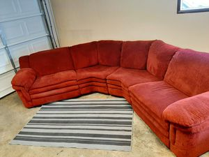 Fantastic double recliner sectional couch for Sale in Renton, WA