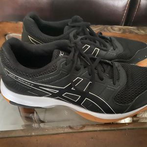 Aasics Volleyballs shoes - Size 9.5 - Worn 1 time for Sale in Port St. Lucie, FL