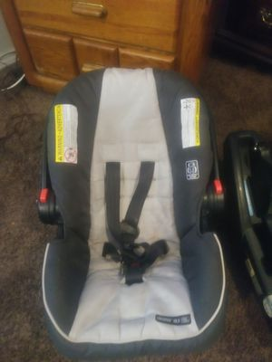 NEW GRACO CARSEAT AND CARSEAT MOUNT NEED GONE TODAY for Sale in BRECKNRDG HLS, MO